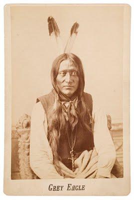 El indio Águila Gris.