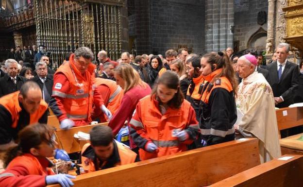 sanitarios_atienden_catedral
