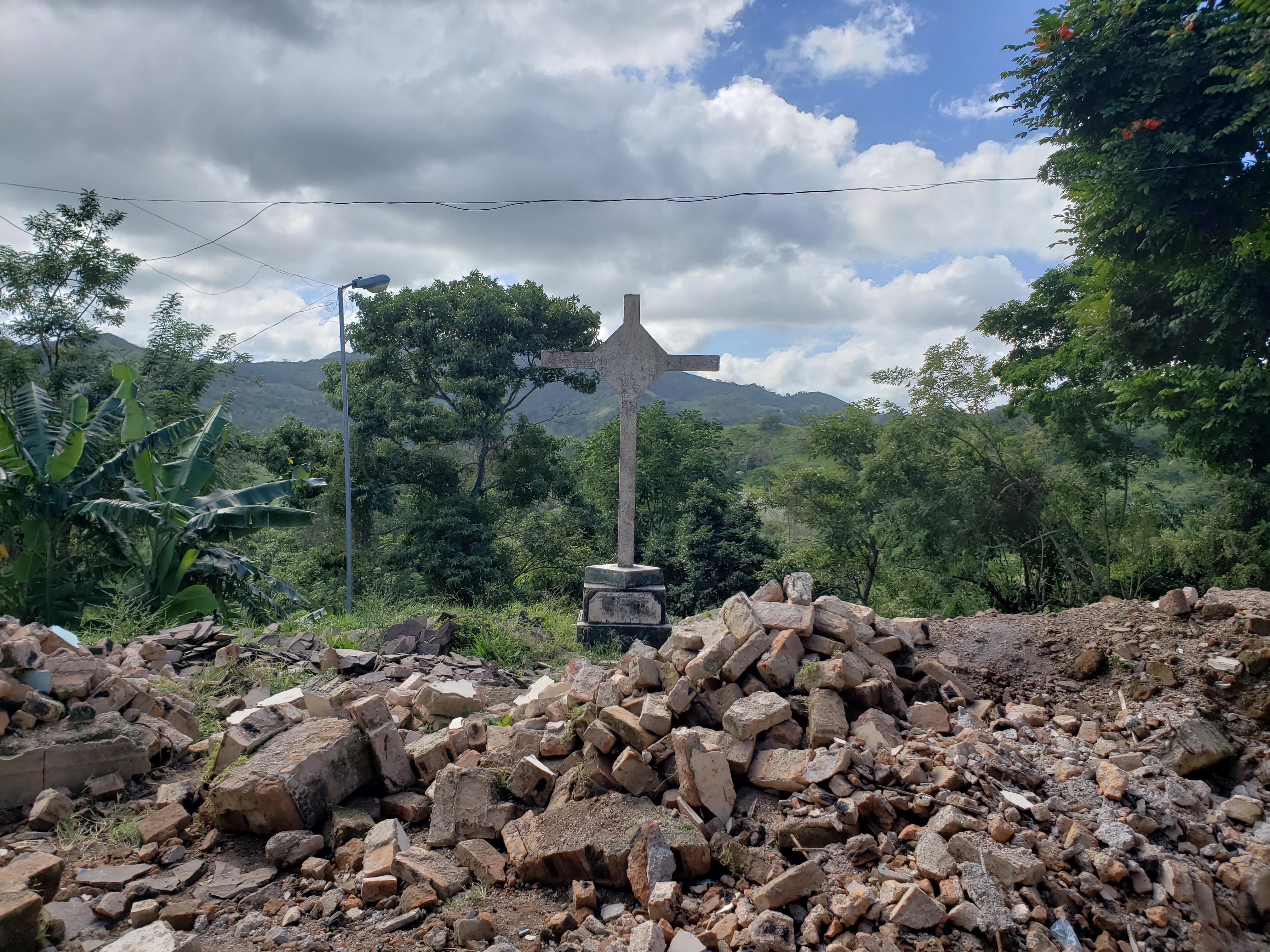 Restos_del_un_templo_derruido_en_Nicaragua