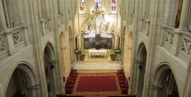 colegio_pilar_iglesia_gotica