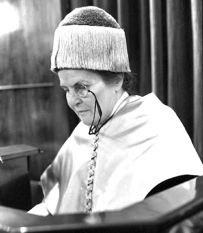 Elizabeth Anscombe, la filósofa conversa de Cambridge que no dudaba en «hacer lío» en los abortorios - ReL