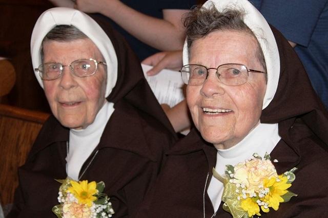 hermanas-gemelas-monjas2