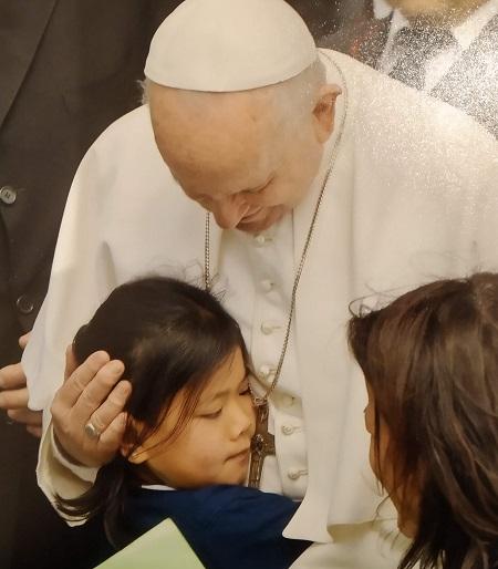 Olaya con el Papa Francisco