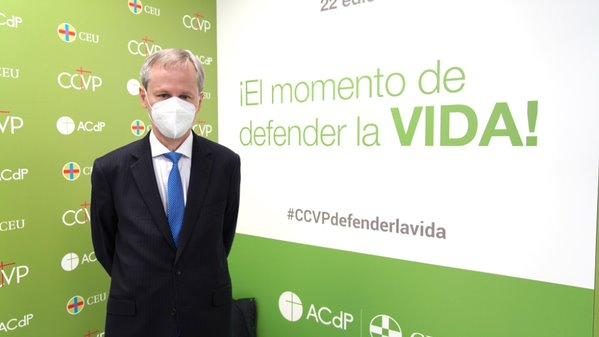Alejandro Macarrón en el photocall del congreso del CEU