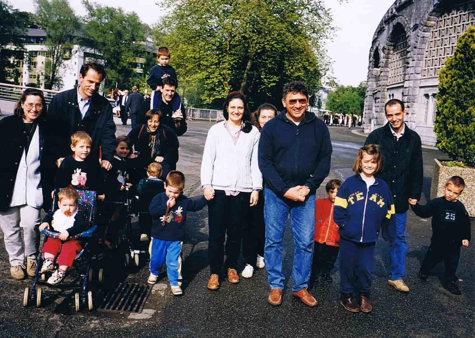 Familia Borsani y otras de Casa di María en Lourdes.