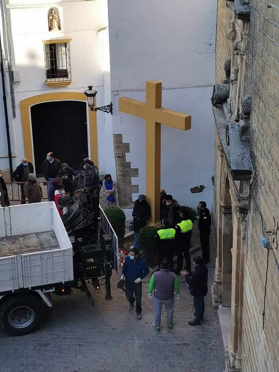 La cruz está señalizada desde ayer para ser derribada.
