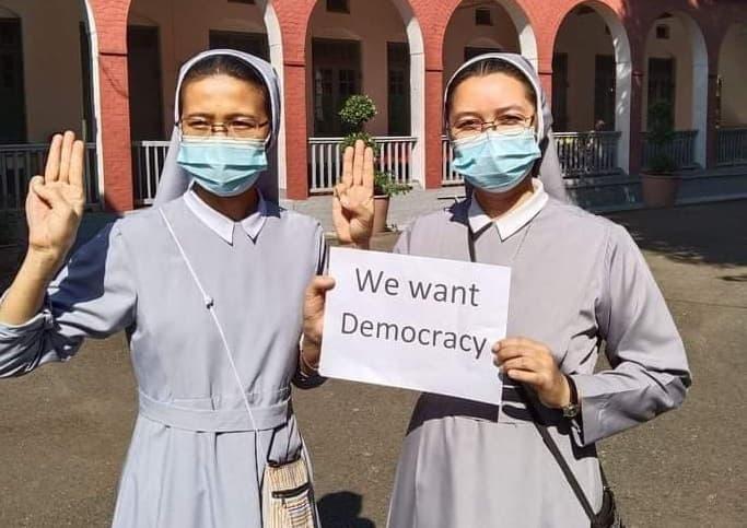 Monjas de Myanmar protestan contra el golpe militar