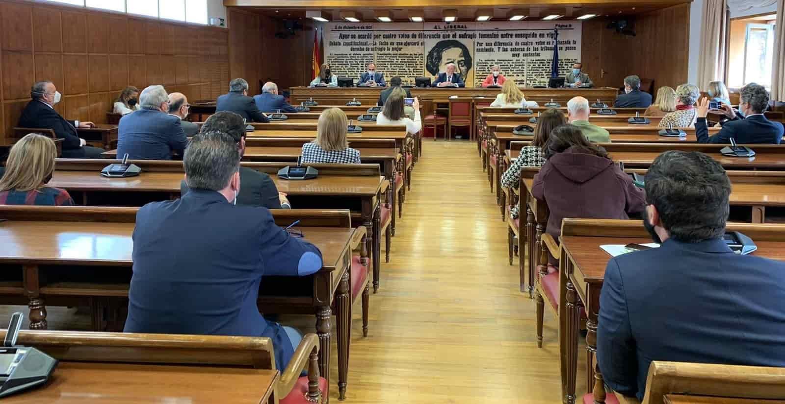 Senadores del PP y VOX en la Sala Clara Campoamor del Senado, en un acto contra la eutanasia