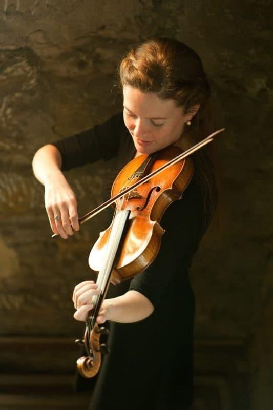 La violinista Fiona Hughes
