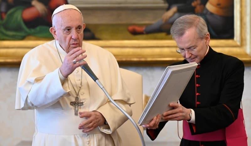 El Papa Francisco imparte la bendición