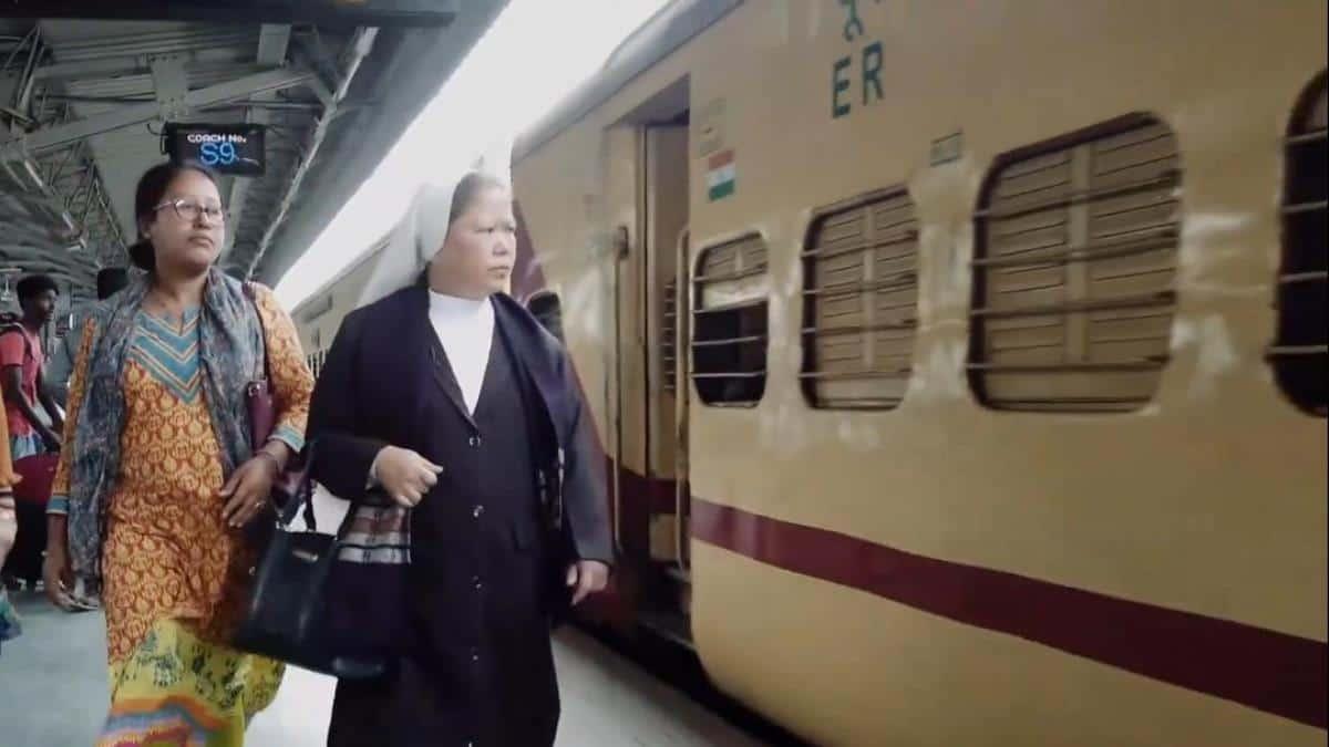 La hermana Rose Paite inspecciona la estación de tren de Guwahati.