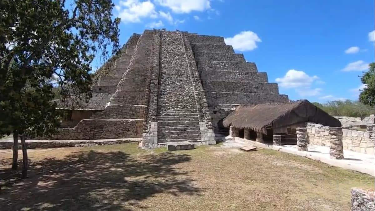 Pirámide maya de Mayapan.