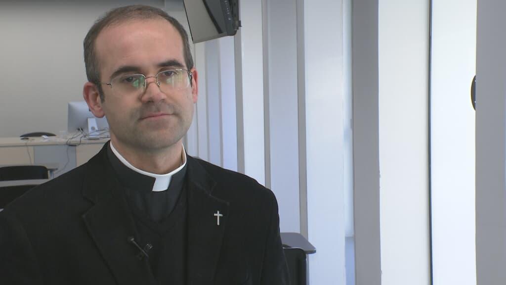 Joan Prat es párroco en Manresa, capellán de prisiones y exorcista de la diócesis de Vic