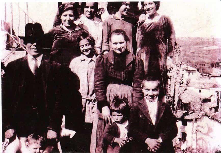 Anfrosina, junto a su familia