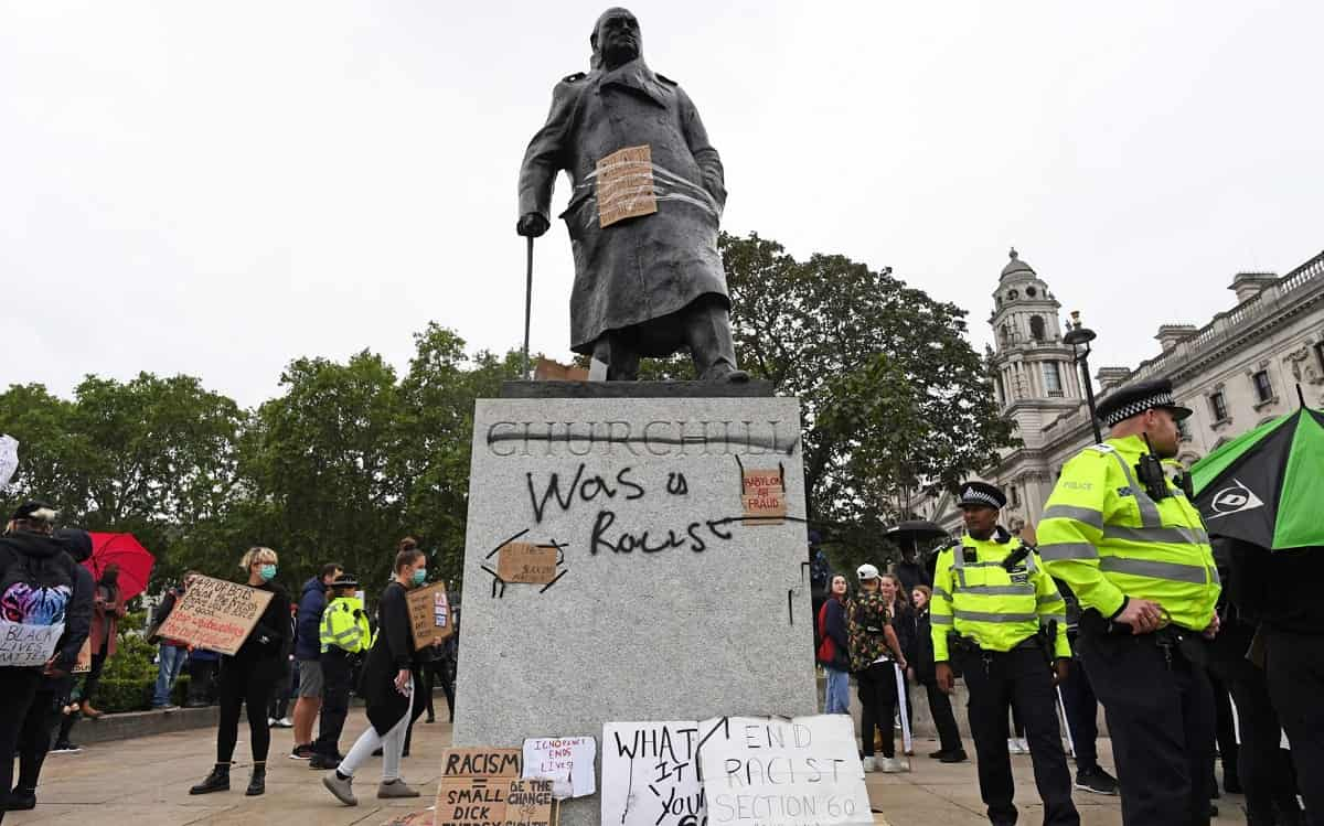Estatua de Churchill vandalizada