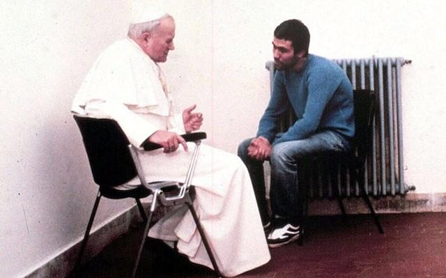 Juan Pablo II con Ali Agca.