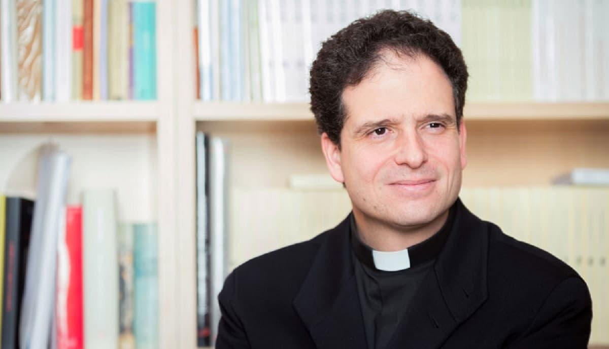Nicolás Álvarez de las Asturias, sacerdote