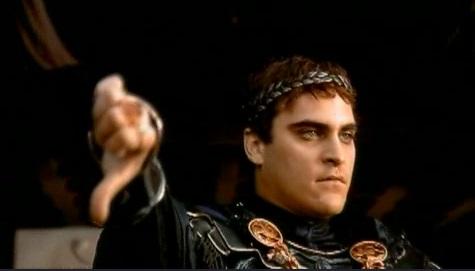 Emperador Cómodo, pulgar abajo, en la película Gladiator