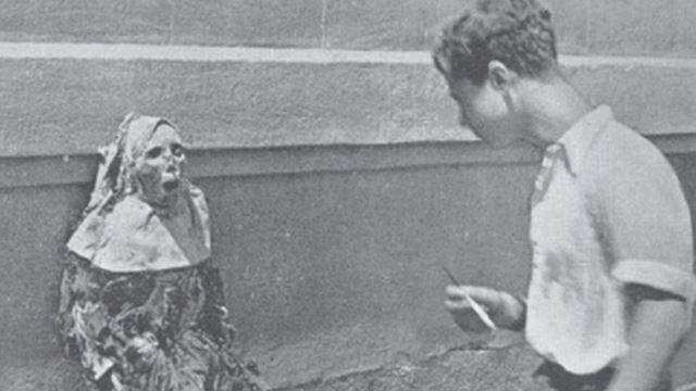Cadáver de una monja profanado durante la persecución religiosa en España.