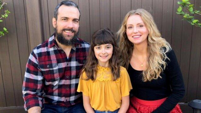 Tomas y Tanja Bogardus con su hija.