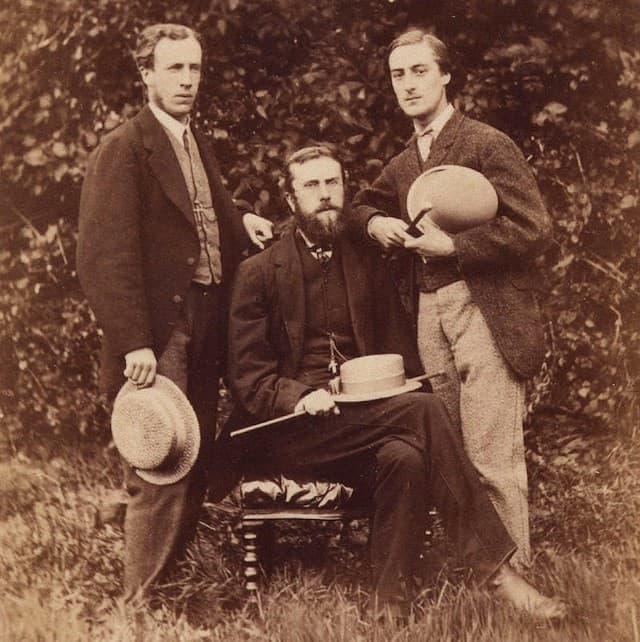 Gerard Manley Hopkins, junto a Alfred William Garrett y William Alexander Comyn Macfarlane.