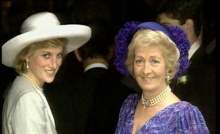 Lady Di, junto a su madre