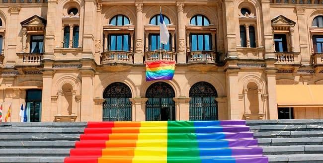 El PNV despliega la simbología LGTB a lo grande en el ayuntamiento de Bilbao