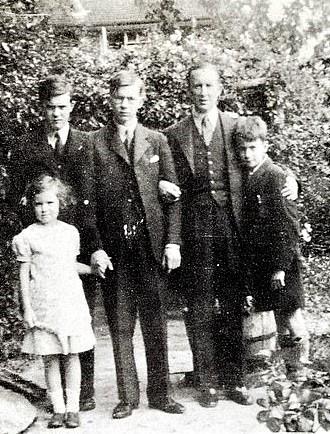 Tolkien con sus hijos.