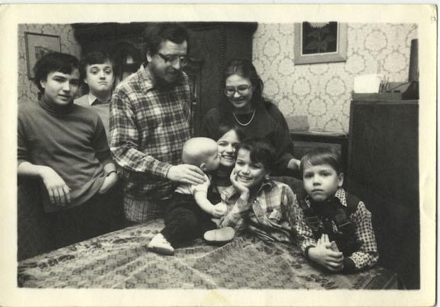 Benda-family-in-kitchen