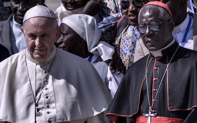 Francisco y el cardenal Sarah.