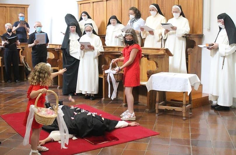 Sor Evelyn del Niño Jesús en sus votos perpetuos
