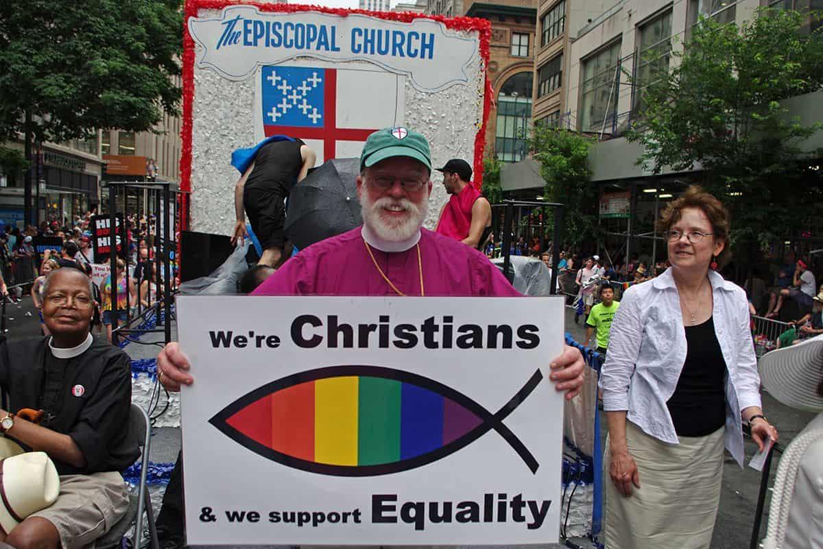 Clérigos episcopalianos en un desfile del Orgullo Gay en EEUU