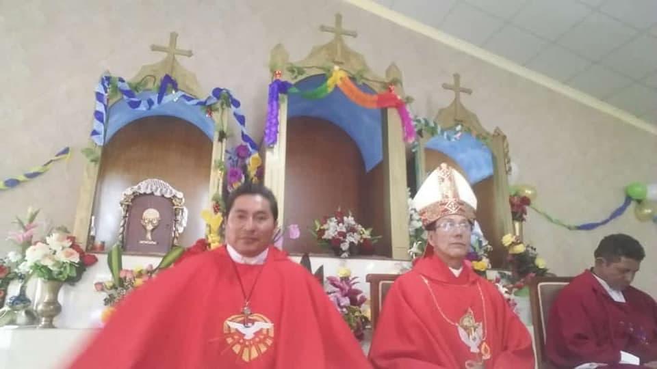 Clérigos de la autodenominada iglesia veterocatólica de Ecuador