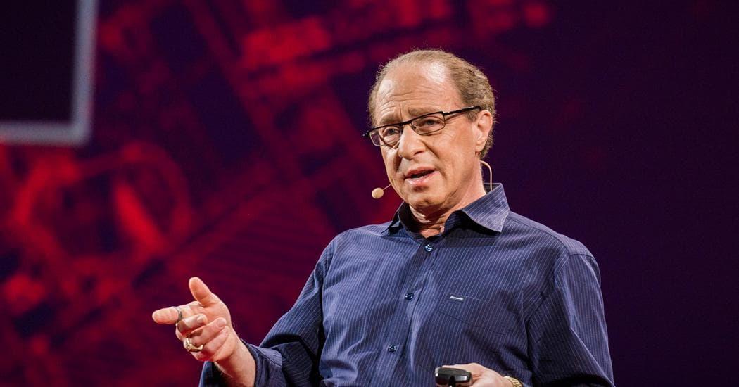 Ray Kurzweil es uno de los que predica un transhumanismo más radical e inminente