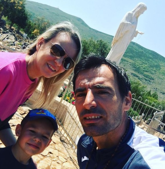 Dodig en Medjugorje, con su mujer e hijo
