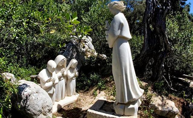 Monumento de la aparición del ángel a los pastorcitos de Fátima.