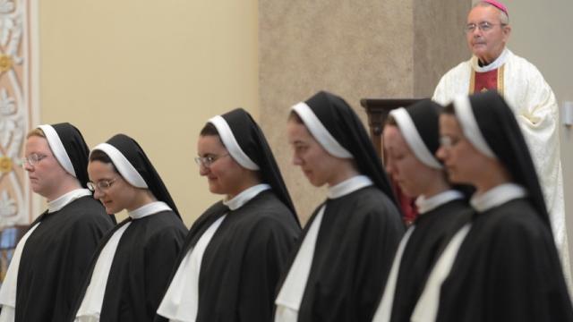 Las seis nuevas hermanas dominicas de Nashville.