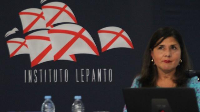 María Saavedra en conferencia de Instituto Lepanto.