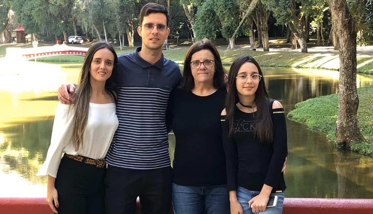 César, con su familia en Brasil