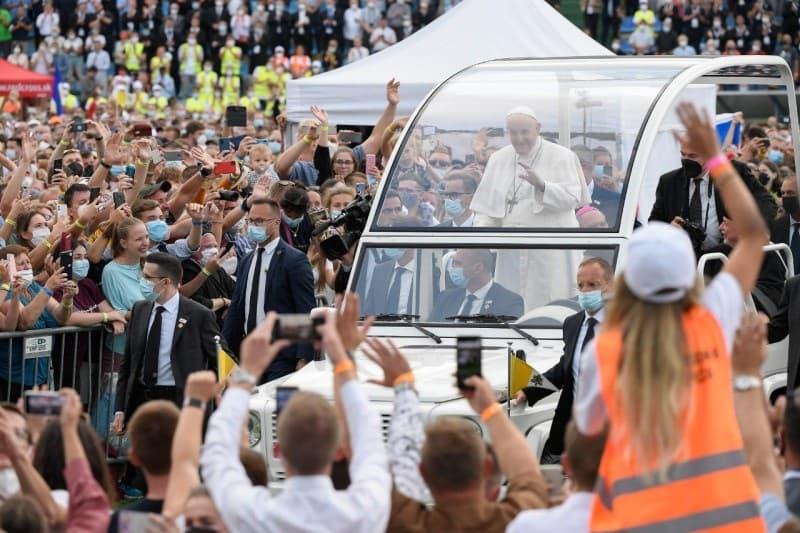 El Papa fue aclamado por miles de jóvenes en Eslovaquia