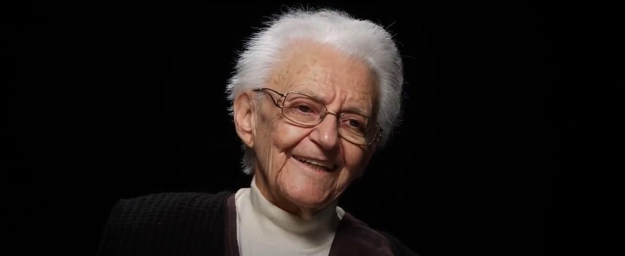 La carmelita húngara Irén Szita sonríe recordando la  experiencia mística que vivió en una cárcel comunista