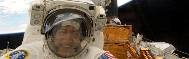 El astronauta Mike Massimino