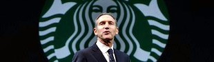 Howard Schultz y el logo de Starbucks.