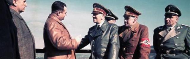 Hitler saludando a Martin Bormann