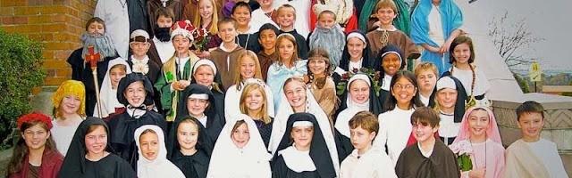 Disfrazarse de santo es más divertido que de monstruo - son muchos, variados, y cada uno tiene un nombre y una gran historia