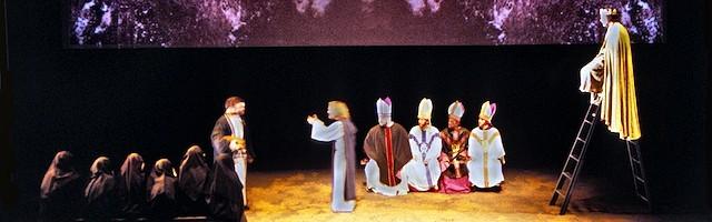 In Extremis, una obra de teatro de Howard Brenton sobre Pedro Abelardo que recoge su enfrentamiento con San Bernardo ante obispos y teólogos.