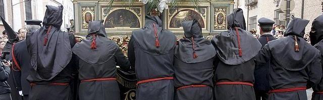Los indultados suelen procesionar en las celebraciones de Semana Santa