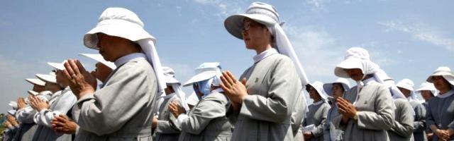 Monjas católicas coreanas en una oración por la paz junto a la peligrosa frontera con Corea del Norte