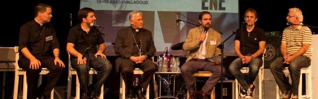 El padre Mallon, con Tote Barrera -Alpha-, el obispo Zornoza, de Cádiz, Álex Navajas de Radio María, J.Fonseca de Fe y Vida y A.Cherene de JCUM