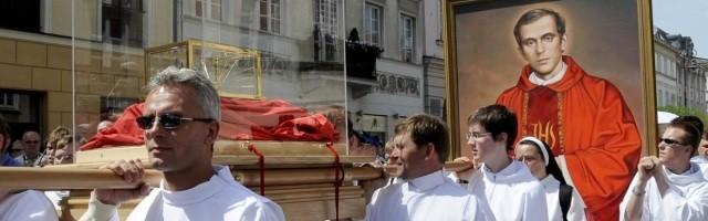 Procesión con las reliquias y la imagen del padre Jerzy Popieluszko, con motivo de su beatificación como mártir del comunismo